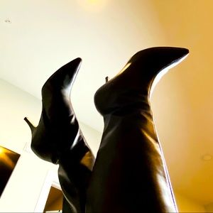 Oscar De La Renta Brown Leather Low Heel Tall Boot